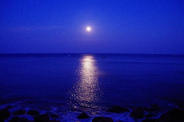 moonloadB.jpg